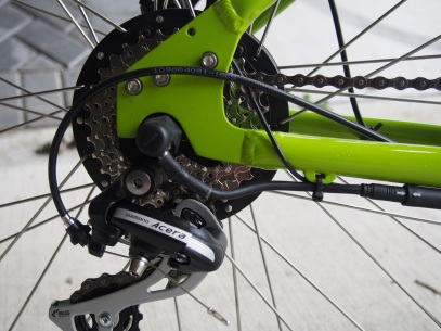 Those wires look a bit vulnerable and you need to undo that cable tie to get the wheel off