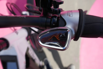 The Nuvinci is simple and effective - the road symbol goes up and down according to your setting